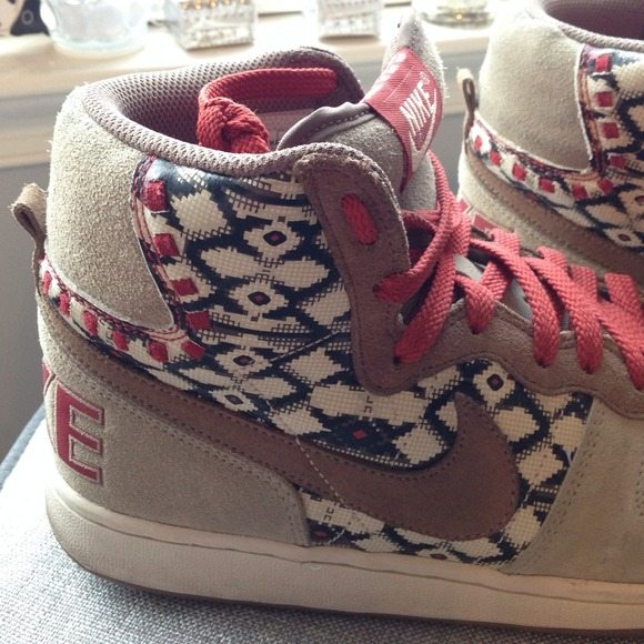 aztec print nike shoes