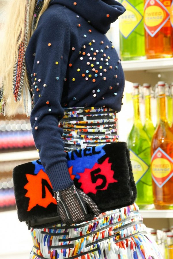 chanel no 5 clutch