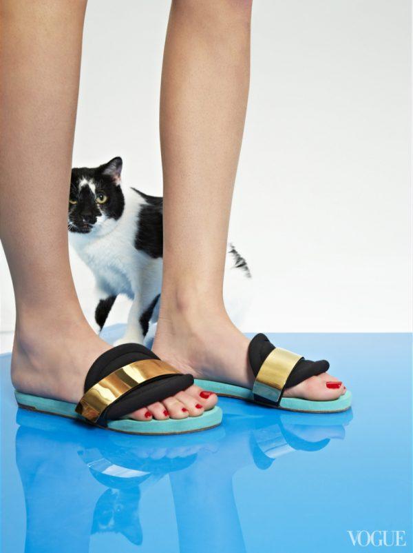 chloc3a9-celeste-neoprene-sandals