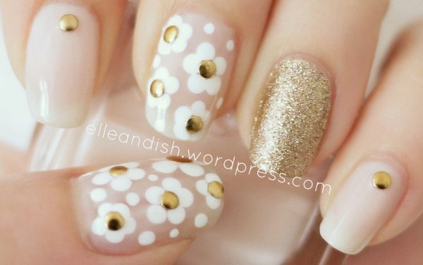 daisy and gold nail art