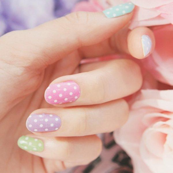 polka dots pastel nail