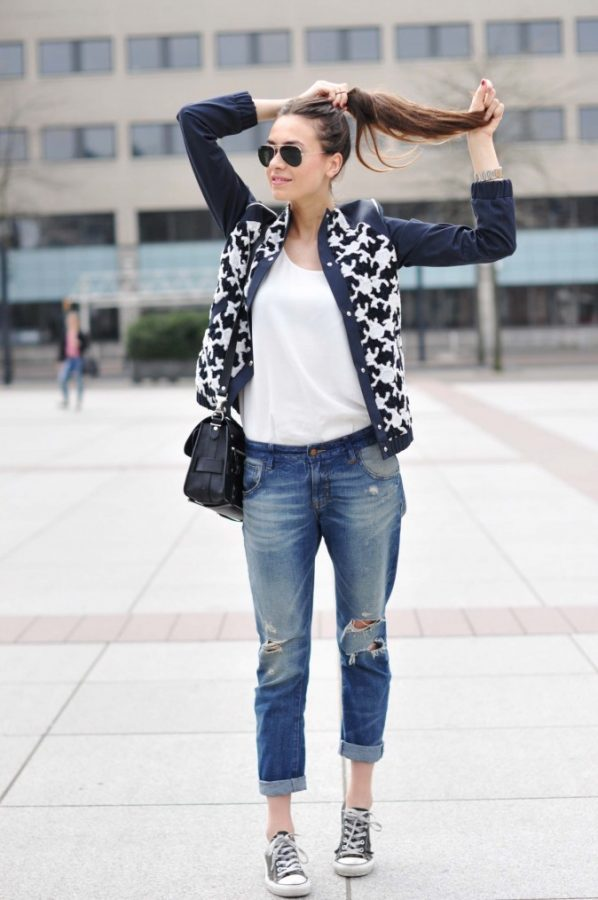 ripped-jeans-and-converse-sneakers