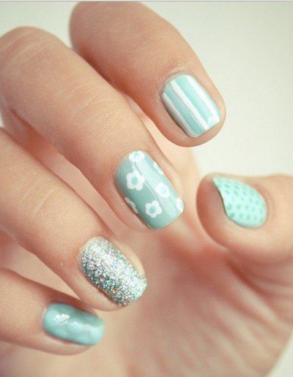 turquioise pastel nail