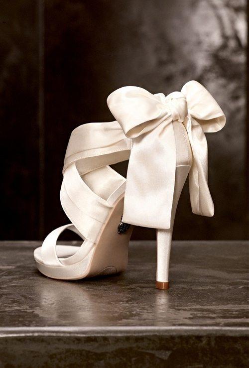 vera wang bow heel