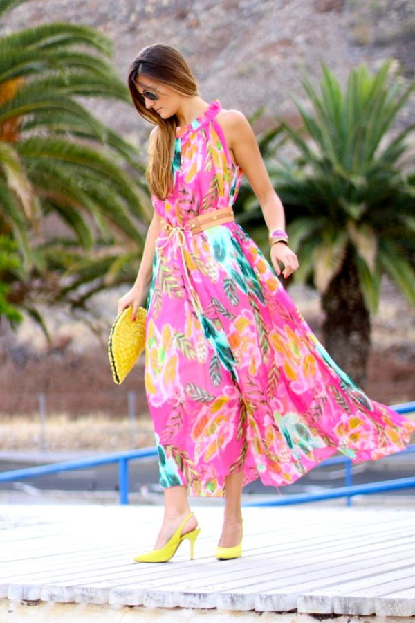e910fba9519c 25 Ideas to Wear Maxi Dress Outfits - Be Modish