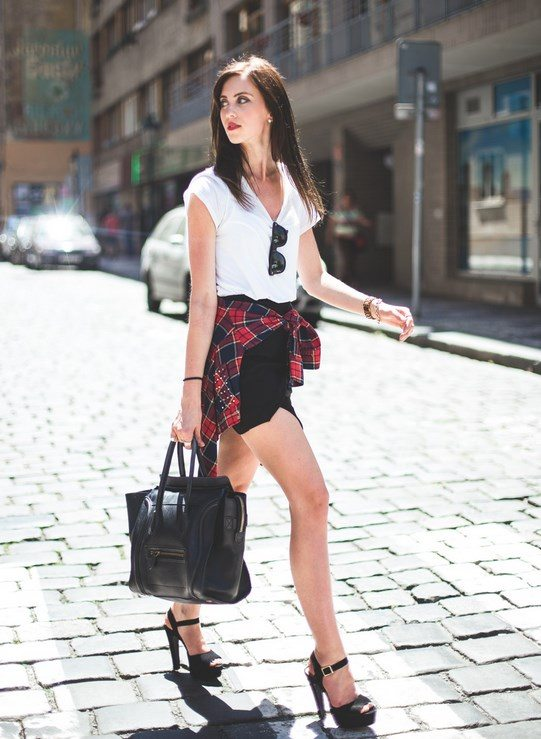 http://www.serendipity2307.co.uk/2014/06/leather-skirt-and-sneakers.html