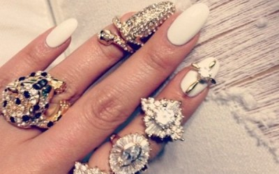 white nail with knuckle ring bmodish
