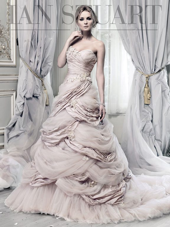 Hummingbird-rose wedding dress via bmodish