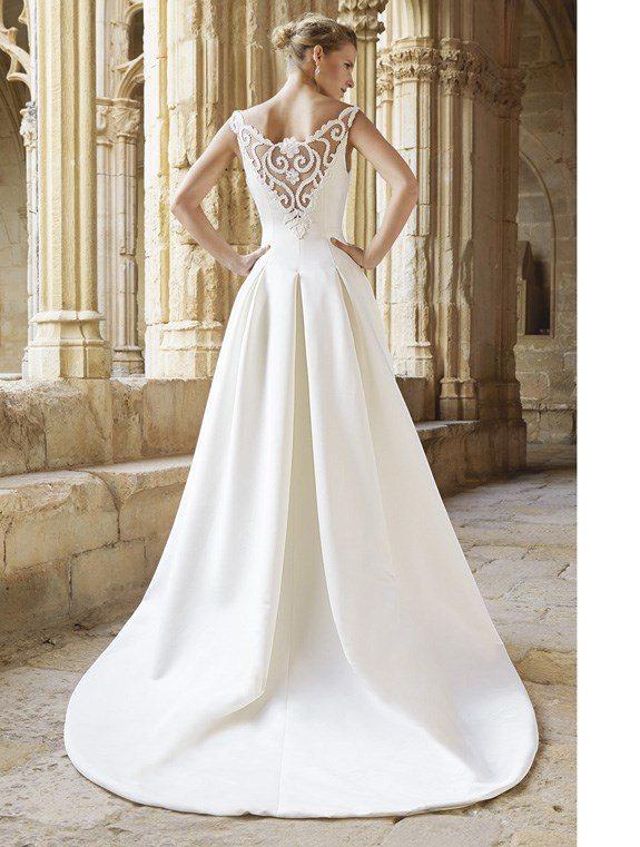 Свадебные платья с кружевной спиной
