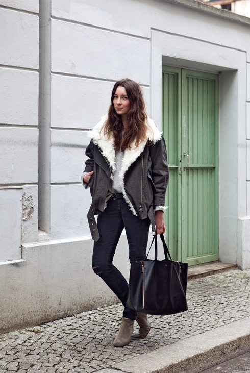 how to wear black denim shearling jacket outfit