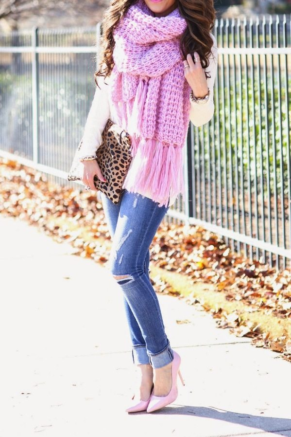 cozy knitted pink chunky scarf fall winter outfit