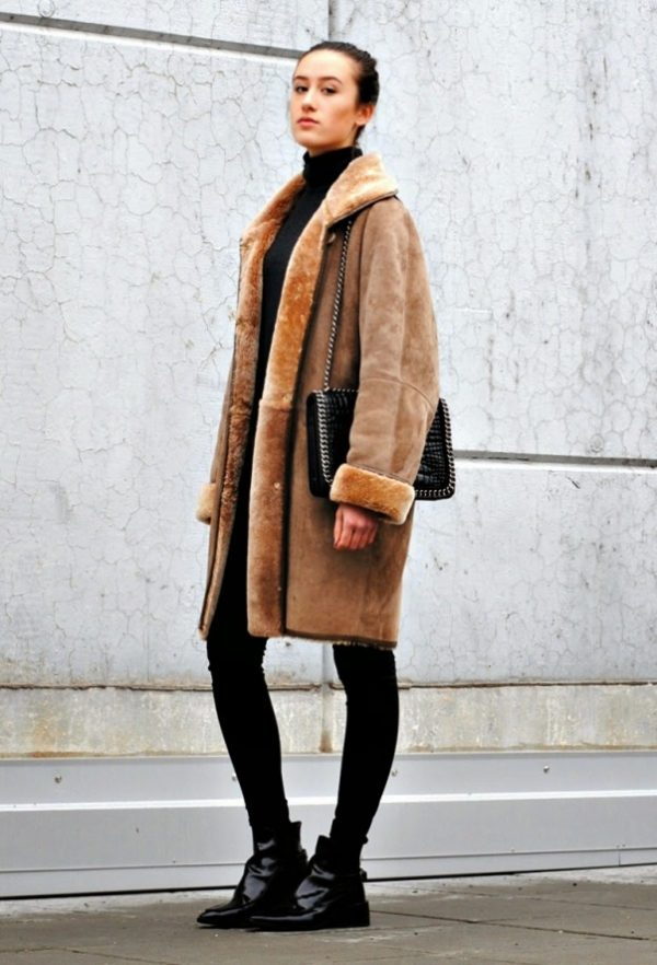 how to wear long brown shearling coat trend outfit