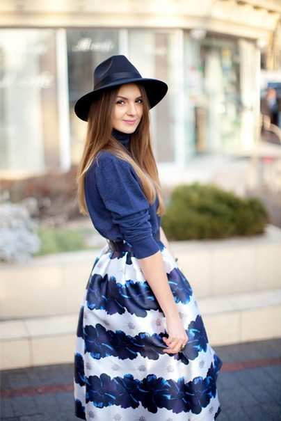 floral blue midi skirt spring outfit bmodish
