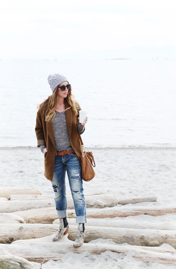 match color beanie and sweater outfit bmodish
