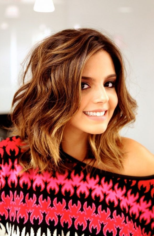Medium-Wavy-Hairstyle-Cute-Haircuts-for-Fall-bmodish