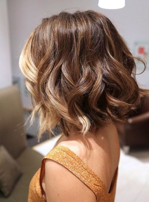 Medium-Wavy-Hairstyle-Ombré-Style-Bangs-All-Blonde bmodish