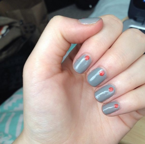 simple one dot nails bmodish