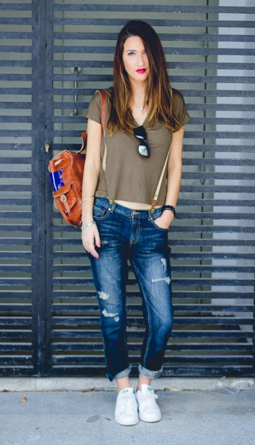 casual boyfriend jeans with basic t shirt bmodish