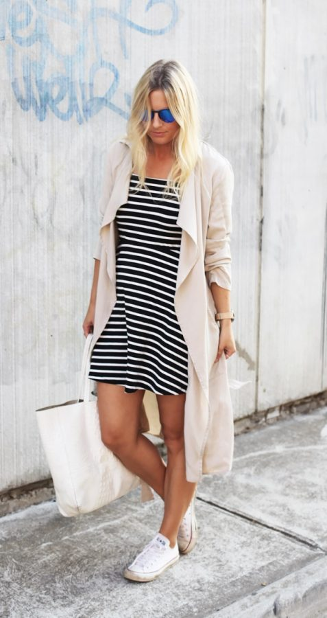 casual stripe dress with trench coat and sneakers bmodish