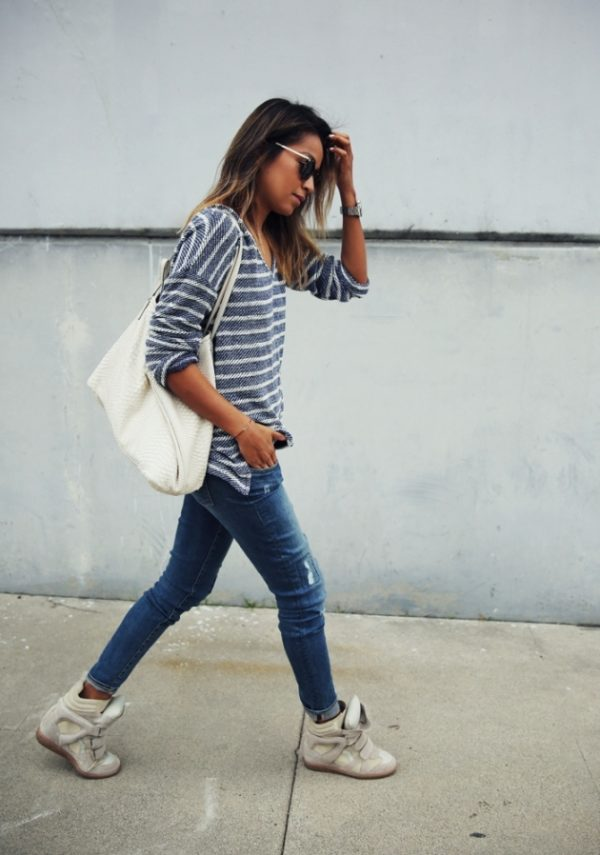 stripe cozy sweater skinny jeans and sneakers bmodish