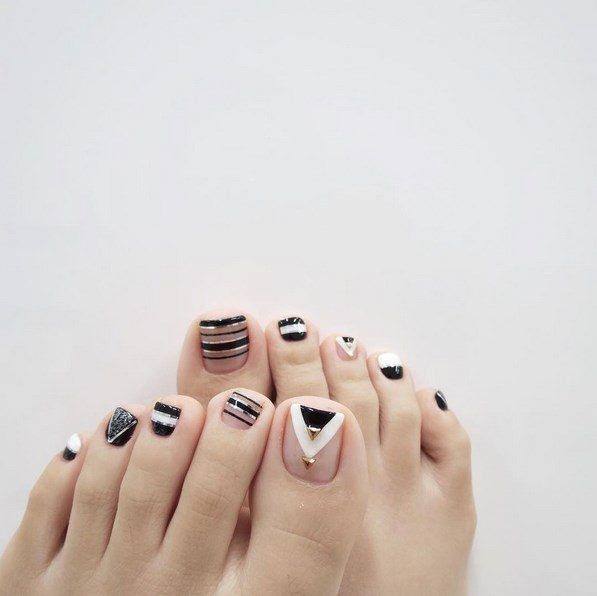 black and white toenails bmodish