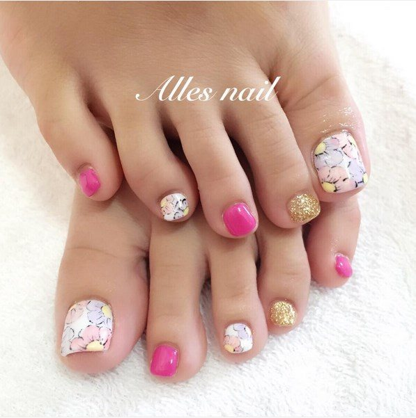 floral, pink and glitter toenails bmodish
