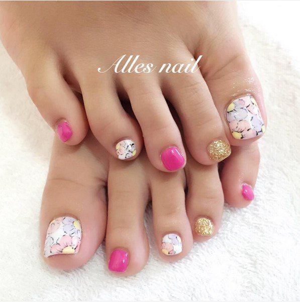 floral, pink and glitter toenails bmodish