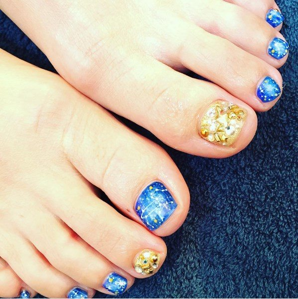 gold and galaxy toenail design bmodish