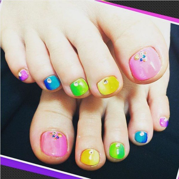 summer bright colorful toenails bmodish