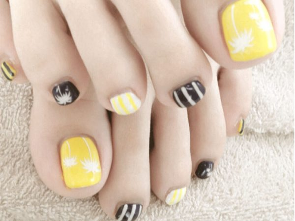 sunny palm tree with stripe summer toenail bmodish