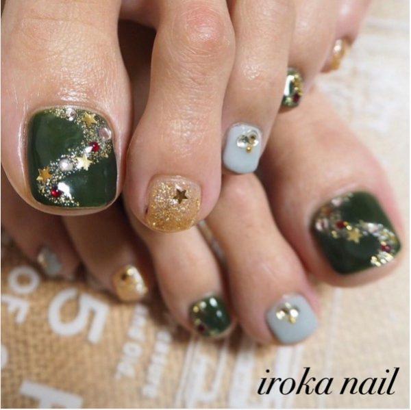 festive green xmas toe nail design bmodish