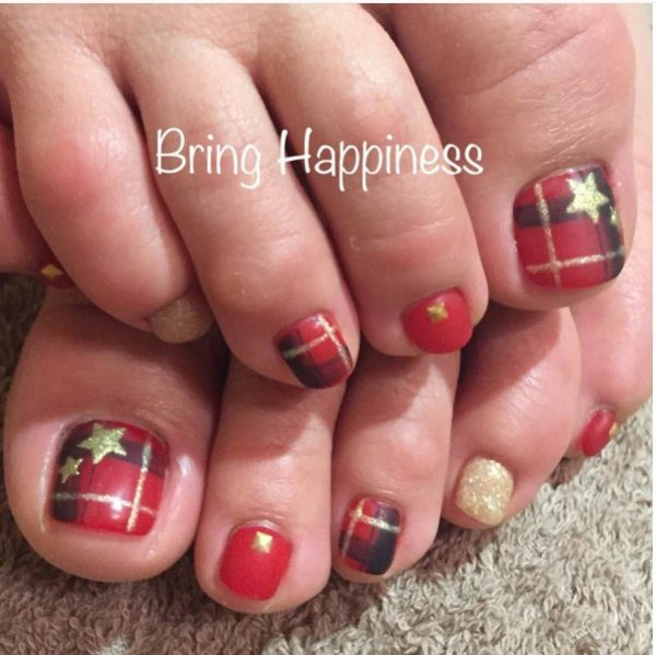 red and gold plaid xmas toe nails bmodish