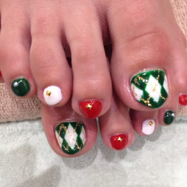 red and green toe nail design for christmas bmodish