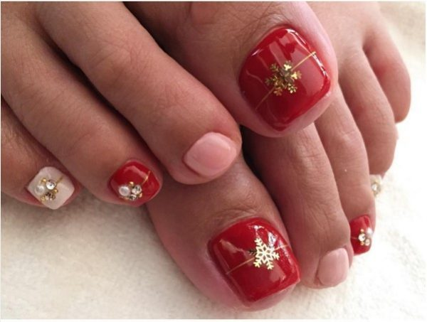 red gift toe nail design for christmas bmodish