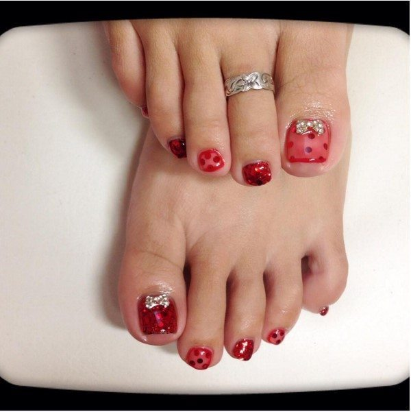 red lace christmas toe nail design bmodish - 27 Holiday Fun Designs For Christmas Toe Nails! - Be Modish