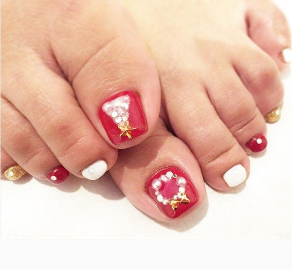 red with christmas tree toe nail design bmodish