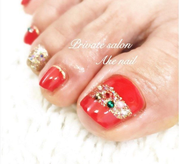 red with gold accent toe nail design bmodish