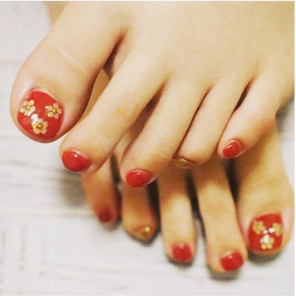 red with gold flower christmas nail for toe bmodish