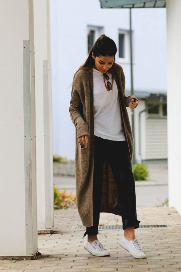 simple cozy fall outfit with long cardigan bmodish