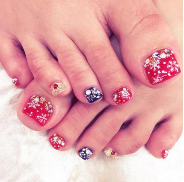 winter snowflakes toe nail design bmodish