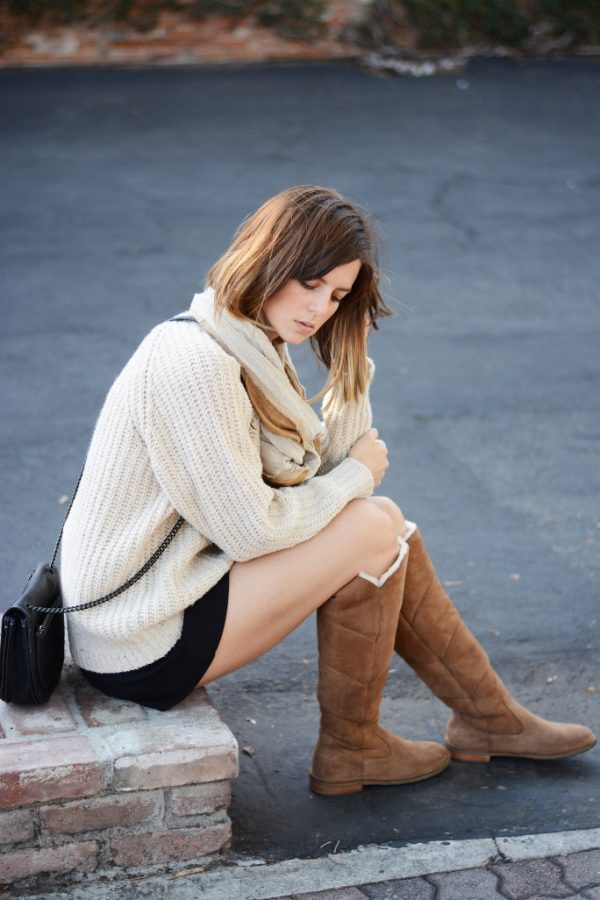 oversize sweater, shorts and ugg boots outfit bmodish