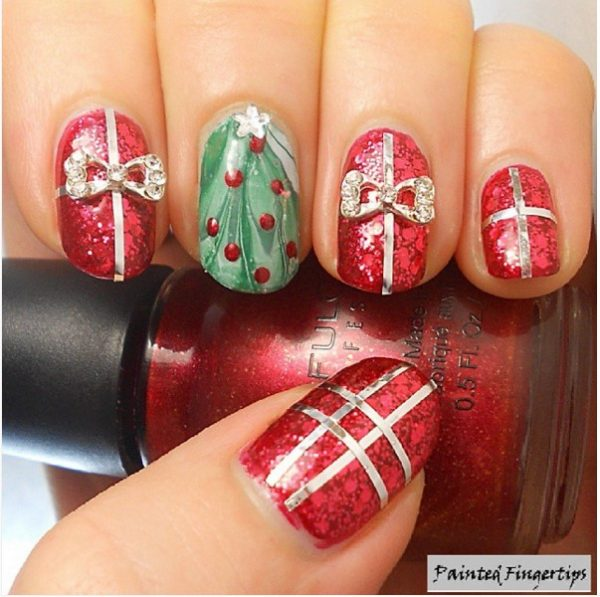 30 totally cute christmas designs for short nails be modish glitter gifts christmas short nail design bmodish prinsesfo Images