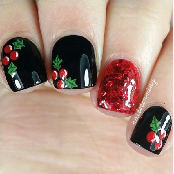 30 totally cute christmas designs for short nails be modish holly berry christmas short nails bmodish prinsesfo Gallery