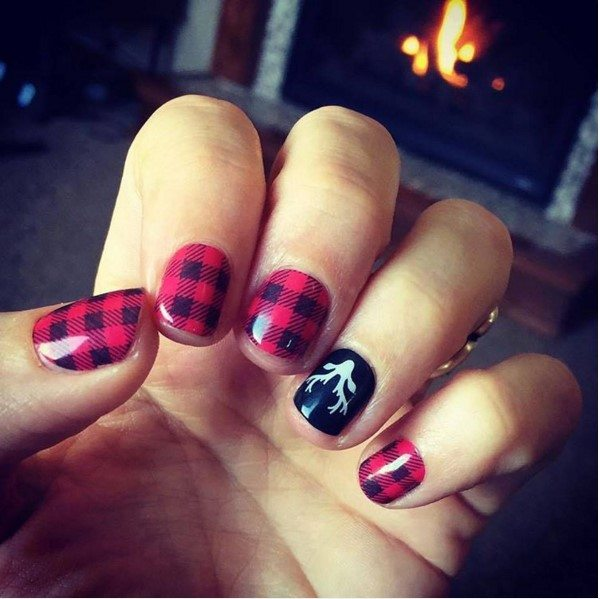 red plaid and reinders holiday short nail art bmodish - 30 Totally Cute Christmas Designs For Short Nails - Be Modish