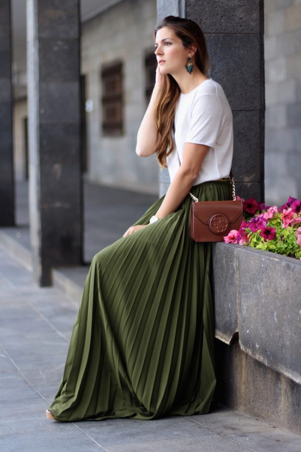 khaki pleated maxi skirt summer outfit bmodish