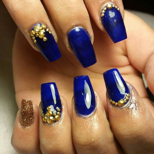 royal blue and gold nail art bmodish - Experience The Glamorous Style Of Royal Blue Nail Designs - Be Modish