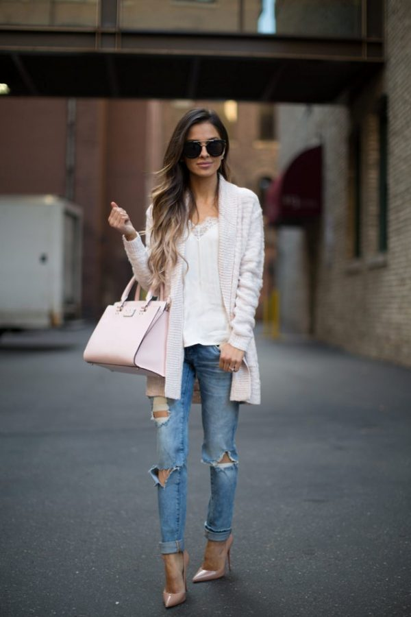 Casual-Look pink cardigan ripped jeans outfit bmodish