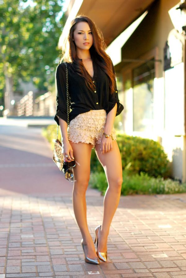 cute tan lace shorts with black shirt outfit bmodish