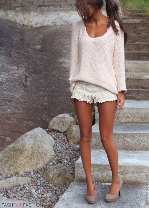 shorts-and-sweater-look bmodish