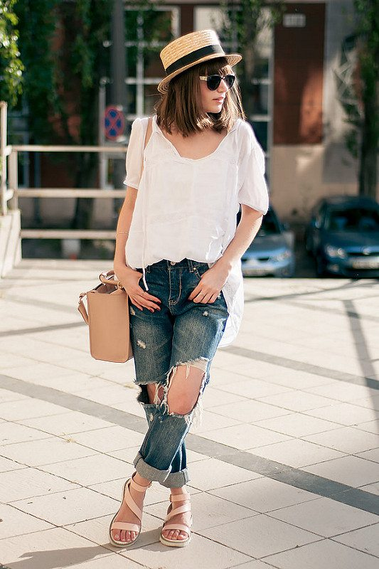 casual ripped jeans with blouse and straw hat outfit bmodish